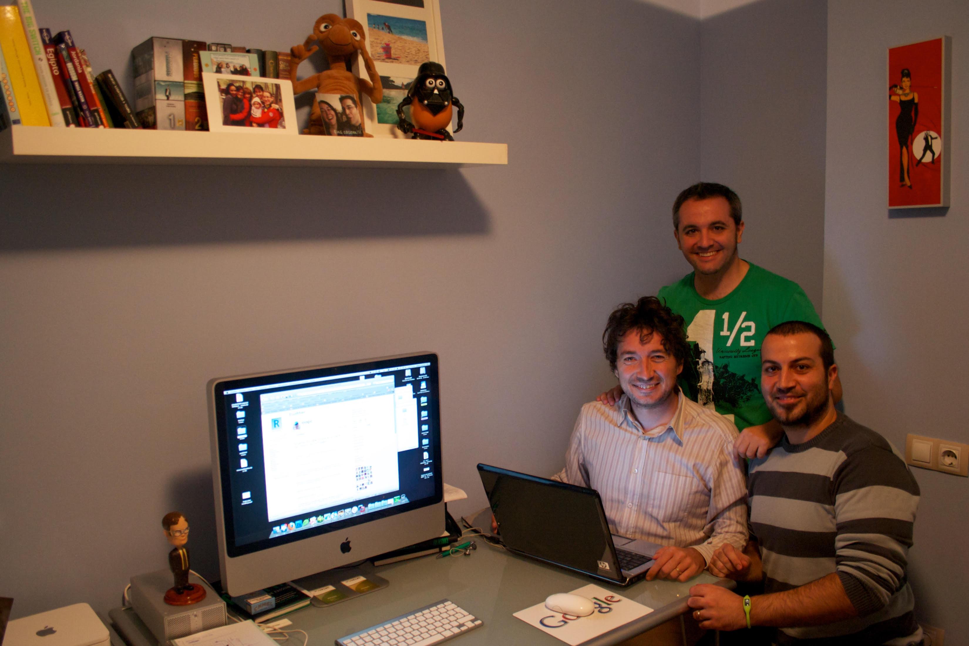 Nico, Albert López y yo en el despacho de mi casa, en Terrassa. 2009